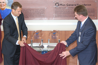 Mon General celebrates Patient Experience Award and Endoscopy Center opening